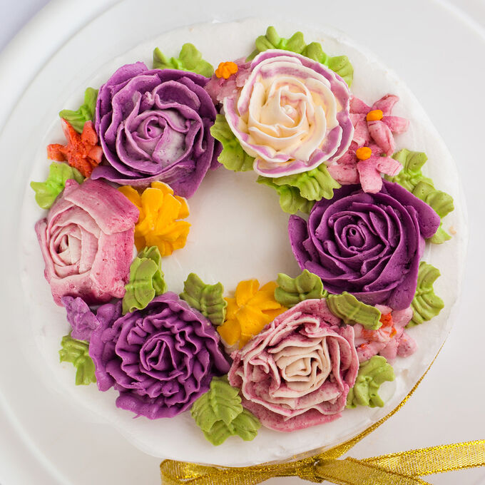 Cake Decorating with Piped Buttercream Flowers