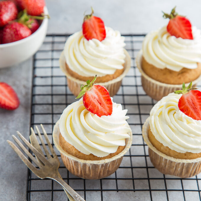 Make & Take: Strawberries Cream Cupcakes