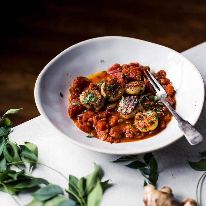 Seared Scallops with Tomato Chutney