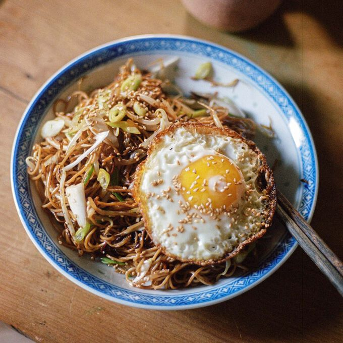 Soy sauce chow mein with a fried egg