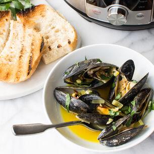 Instant Pot Saffron White Wine Mussels