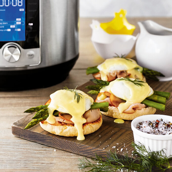 Classic Eggs Benedict with Asparagus