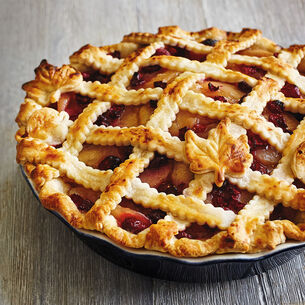 Autumn Leaf Apple-Cranberry Pie