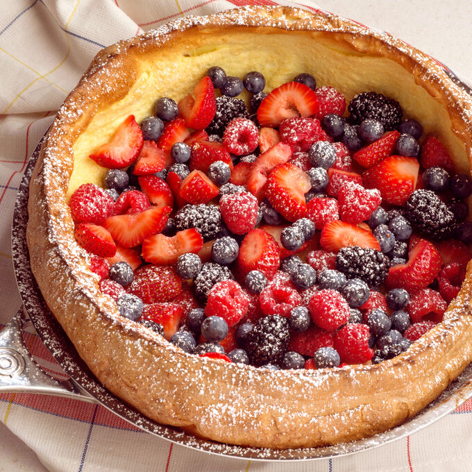 Puffed Oven Pancake with Fresh Berries