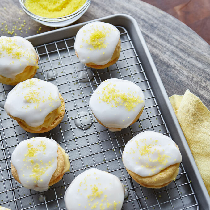Little Lemon Cakes Filled with Vanilla Pastry Cream