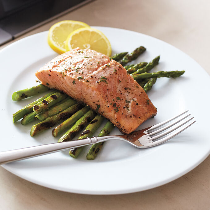 Steam-Grilled Salmon over Green Asparagus