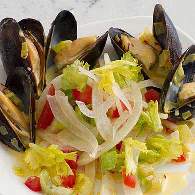 Saffron-Steamed Mussels with Crème Fraîche