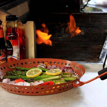 Outset Grill Skillet with Removable Handle