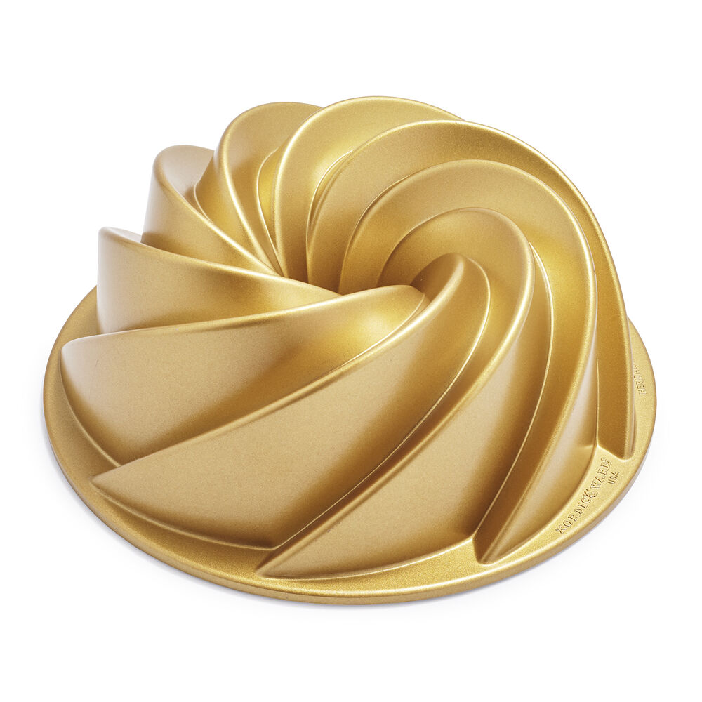 Nordic Ware Heritage Bundt® Pan