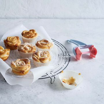 Betty Bossi Rose Pastry Roller