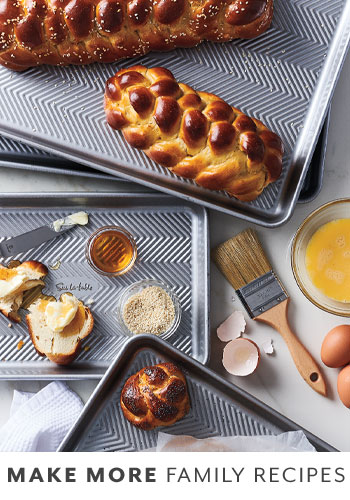 sur la table bakeware set with fresh baked bread