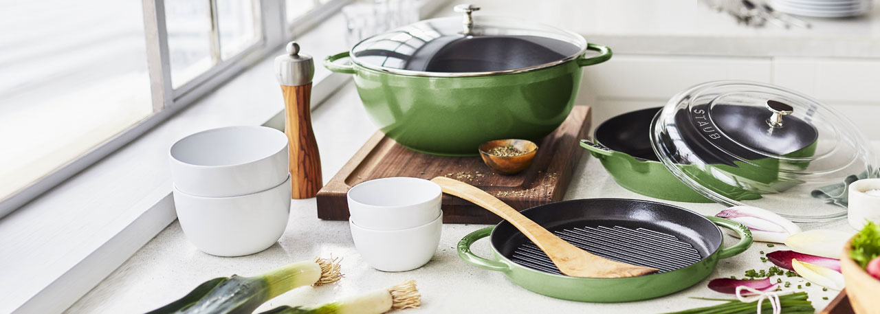 Staub in Chive color