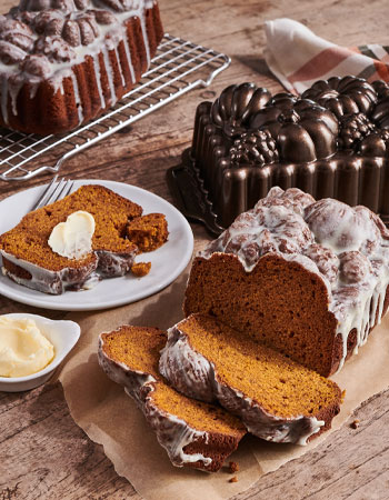 Pumpkin loaf pan with pumpkin cake