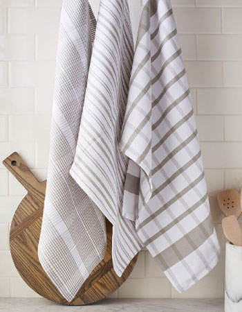 Kitchen towels in white and gray checked pattern