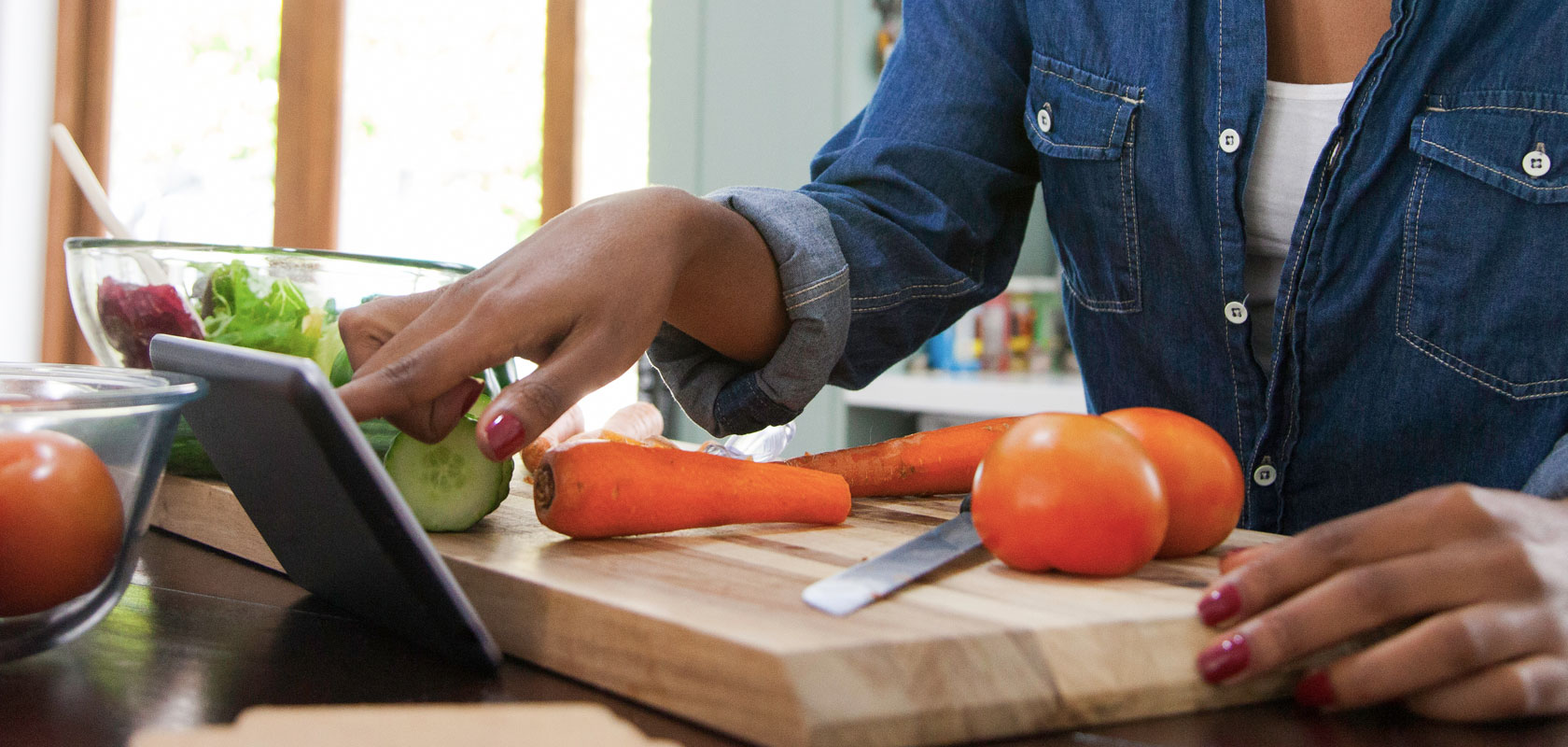 Sur La Table Online Culinary Institute, chef with ipad chopping vegetables
