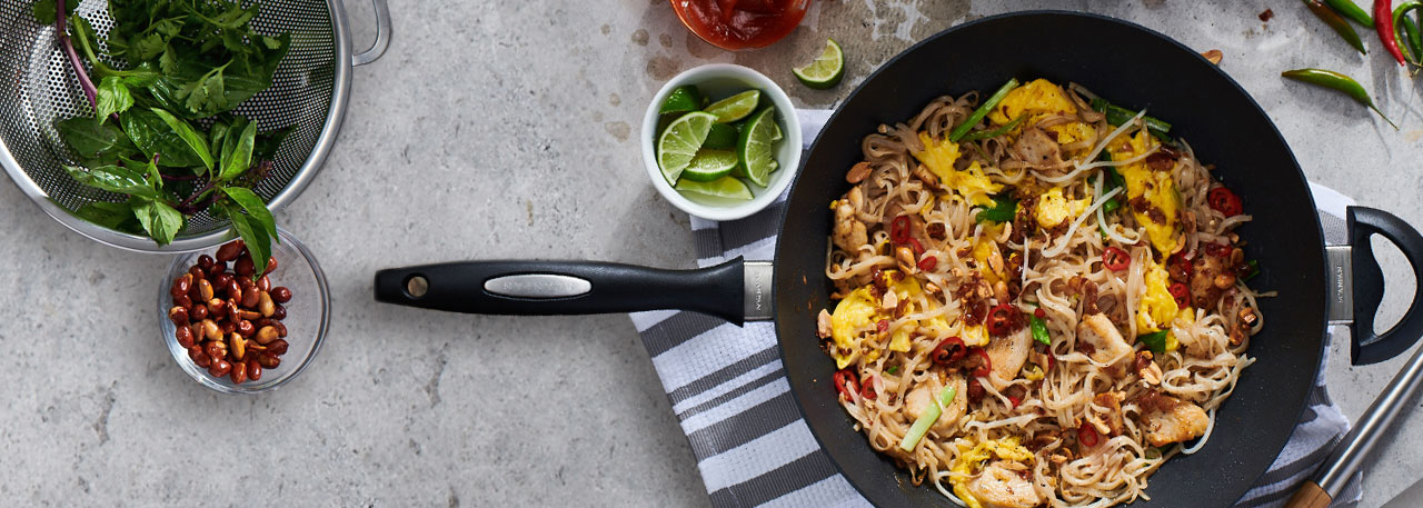 Scanpan ES5 nonstick wok with phad thai noodles