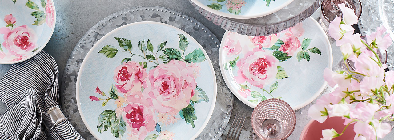Rose Nuage pink and white dinnerware
