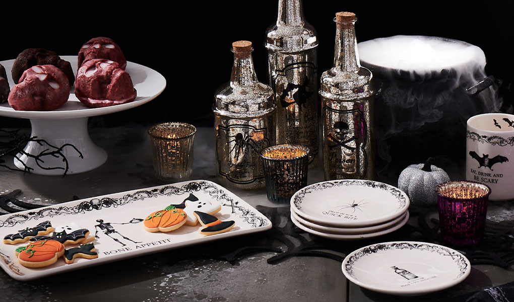Halloween plates, mugs and decor
