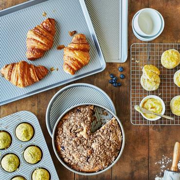 BAKEWARE, Sur La Table bakeware set